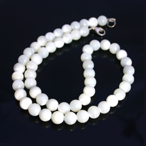 c8d8829395ea8 Mother Of Pearl Bead Necklace